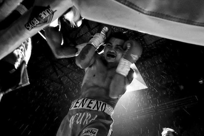 Boxeo en Ordizia Guipuzcoa, el boxeador mexicano Juan Ocura sobre el ring