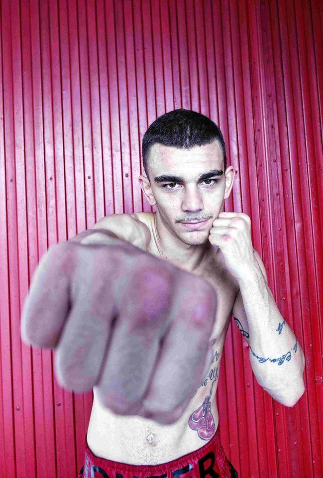 El boxeador profesional de Etxebarri Bizkaia, Jon Fernández