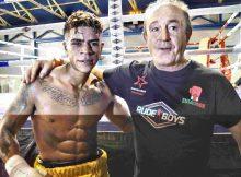 El boxeador Kevin Baldospino, tras la velada de Miranda de Ebro con su manager José Luis Celaya