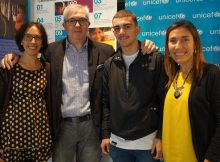 Las directivas de UNICEF-Comité País Vasco, Esther Guerrero y Elsa Fuente, con el presidente de la misma organización, Isidro Elezgarai, y el boxeador Jon Fernández.