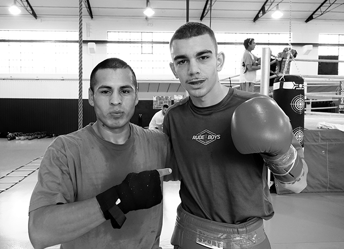 Ricardo Fernández tras una sesión de entrenamiento con el campeón del mundo WBC Junior del superpluma, Jon Fernández