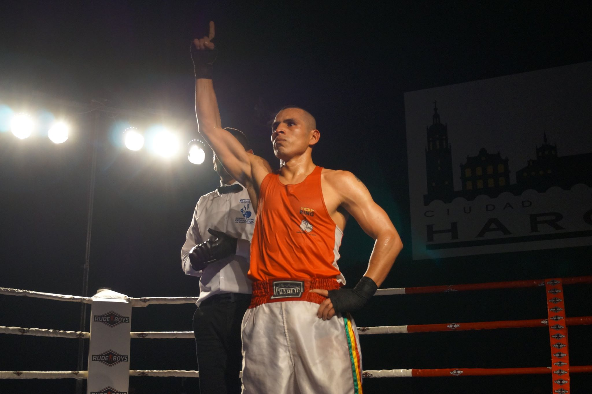 El boxeador logroñés de origen boliviano, Ricardo Fernández, tras su reciente victoria en Haro.