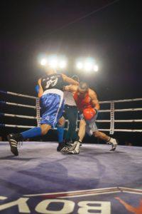 Cruce de manos en un momento del combate entre Ricardo Fernández y Eddine el pasado 4 de febrero en Haro.