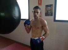 El boxeador profesional Ismael García durante un entrenamiento