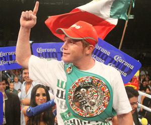 Saúl 'Canelo' Álvarez, con su cinturón WBC Silver.