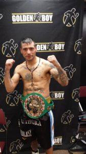 Lucas Matthysse posa tras haber ganado el WBC Silver del superligero.