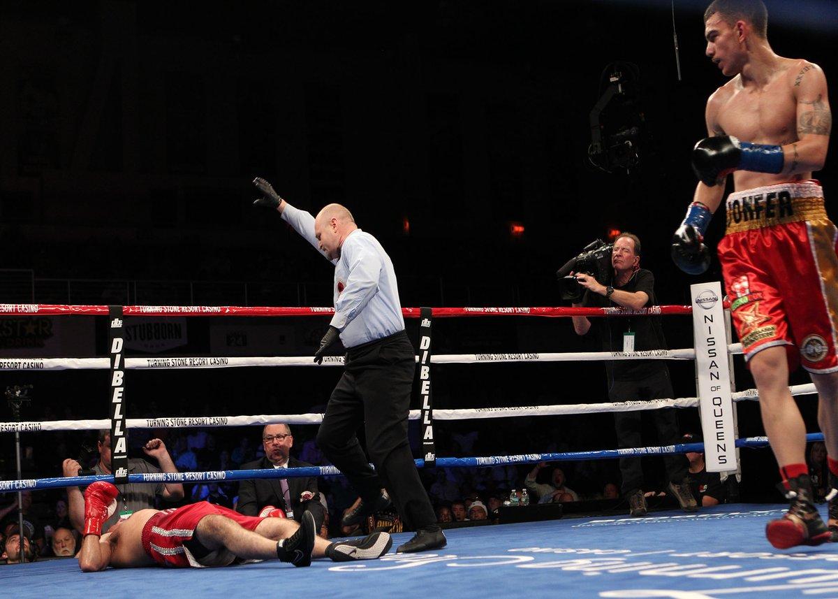 Jon Fernández fulminó a Juan Reyes en dos asaltos