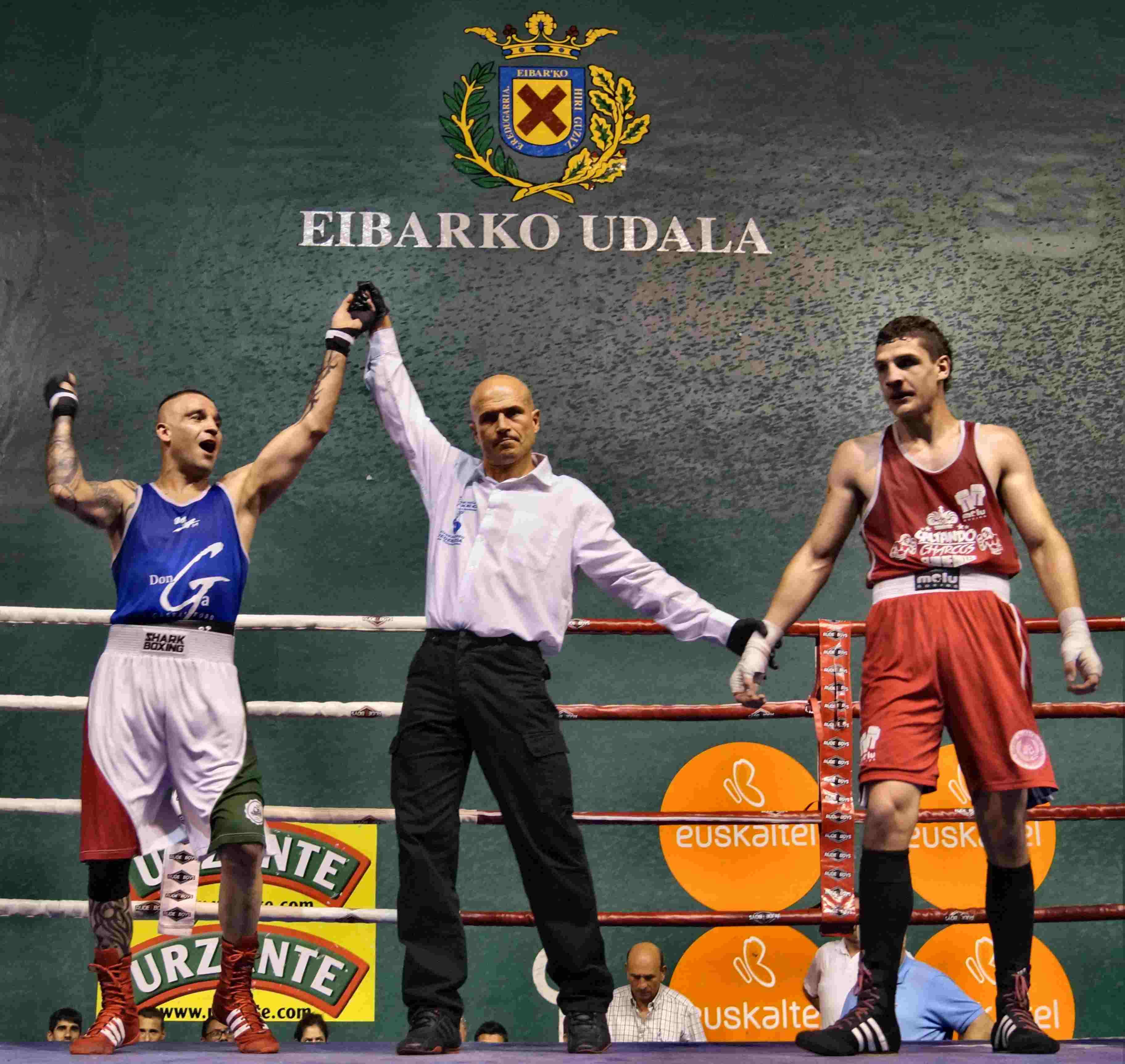El bermeano Andoni Domínguez se impuso en el combate de pesos medios