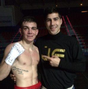 Jonathan Domínguez y Jon Fernández en La Casilla el día del debut profesional del boxeador.