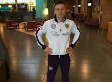 El rival de Jon Fernández por WBC Silver del superpluma en el atrio del hotel en el que se aloja.