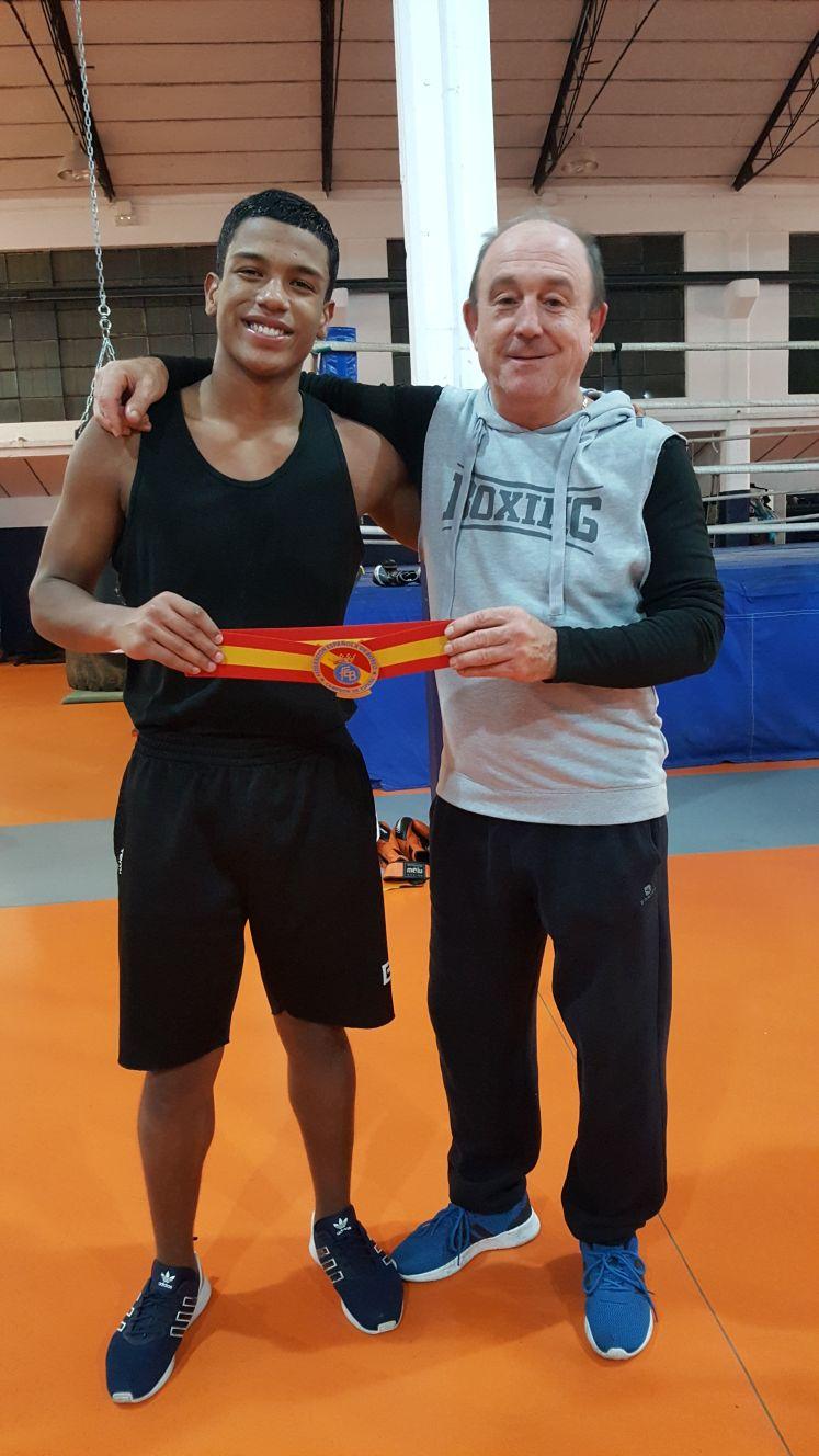 Kevin y José Luis Celaya con el cinturón de campeón