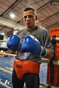 El boxeador profesional riojano MATEO tras una reciente sesión de