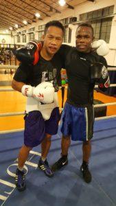 Los boxeadores profesionales Daud Yordan y Ntaxo Mendoza