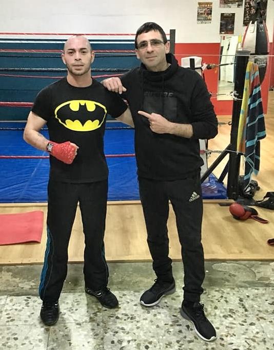 El boxeador Israel Tejera junto a su entrenador esta semana en Zaragoza