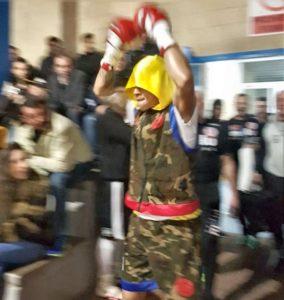 Salida de Kevin Baldospino al ring antes de su último combate en Miranda de Ebro